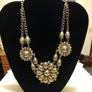 Stylish vintage style flower necklace